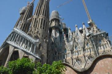 Image of the side of La Sagrada Familia